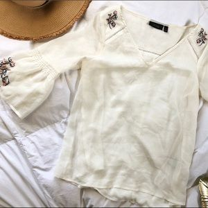 {Apt.9} cream floral accent top